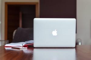laptop und buch